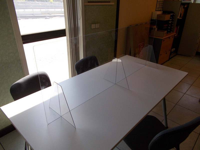 écran de protection plexiglass sur mesure
