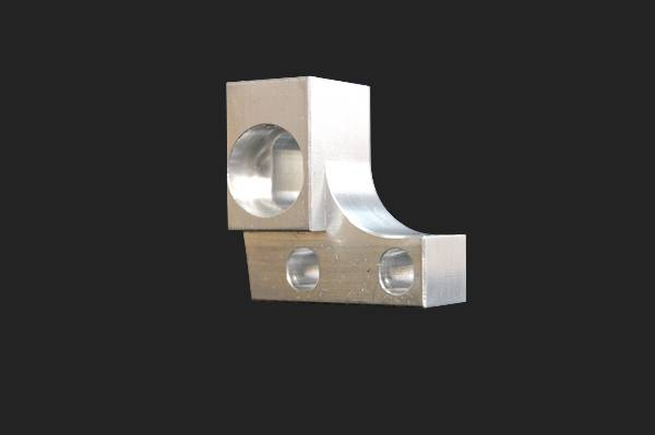 Fraisage de patte de maintien en aluminium